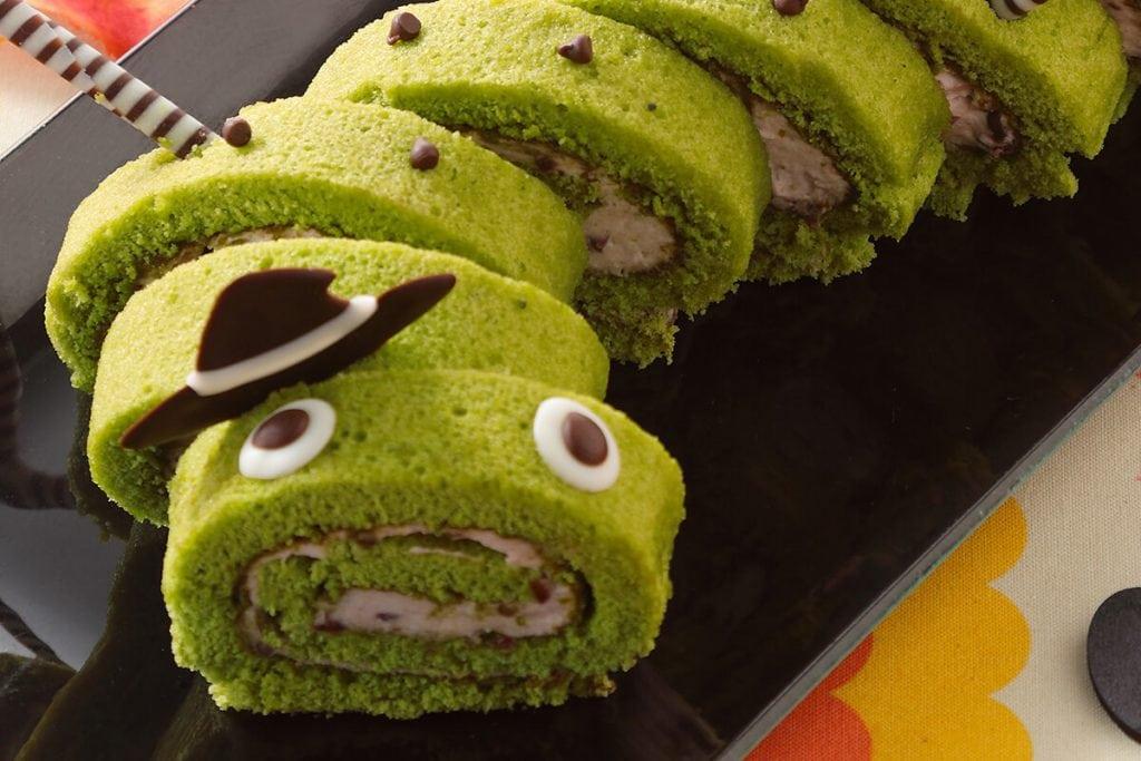 スイーツパラダイスのハロウィン いもむしおばけのロールケーキ